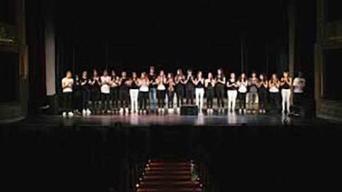 1bbd50a8cc96 Στο Δημοτικό Θέατρο Πειραιά